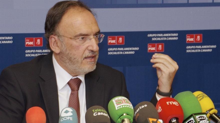 """Fajardo (PSOE) felicita a los canarios por mantenerse """"firmes"""" contra el petróleo y pide """"no bajar los brazos"""""""