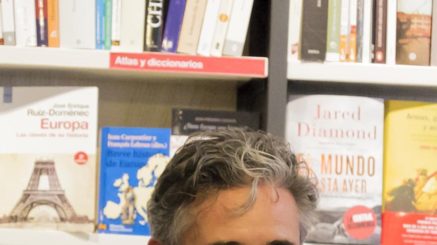 Ángel Santamaría en la presentación de su libro.
