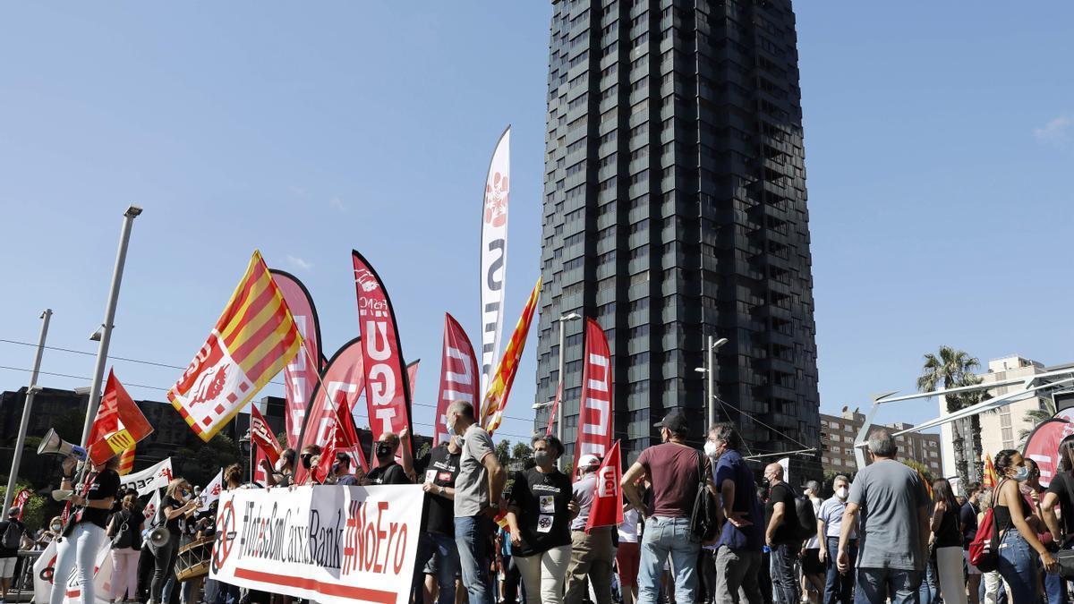 Manifestación de trabajadores de CaixaBank la pasada semana en Barcelona. EFE/Andreu Dalmau.