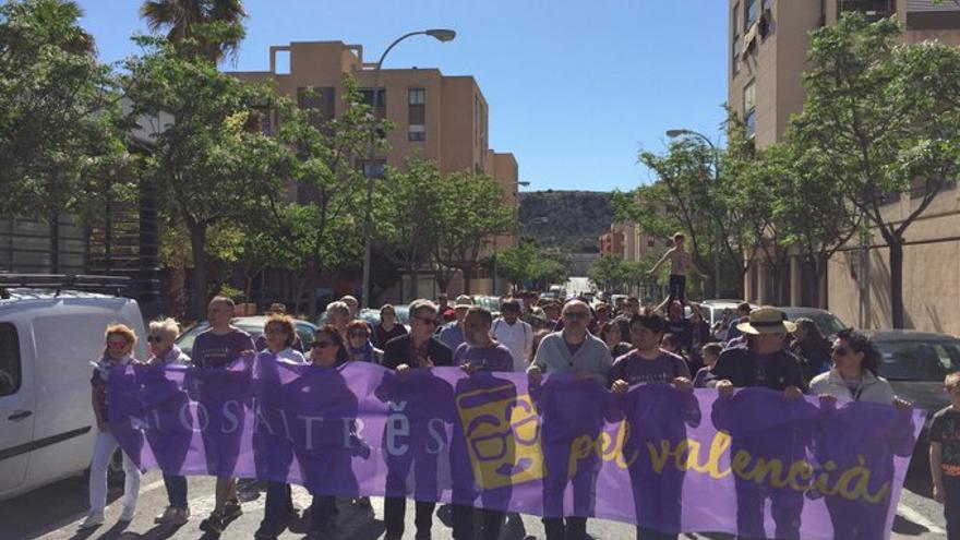 Un recorrido por las calles da inicio a la 'trobada' de Escola Valenciana en Alicante.