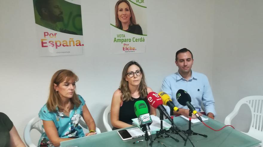 Amparo Cerdá, portavoz de Vox en Elche, en la rueda de prensa sobre su denuncia por violencia de género.
