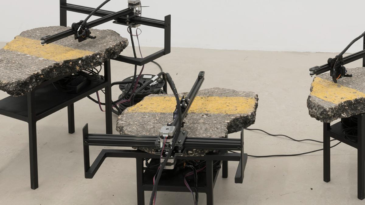 Robots explorando el sonido del asfalto como si de un vinilo se tratara