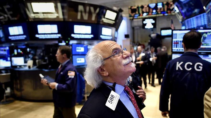 Wall Street llega a la media sesión con las operaciones de NYSE suspendidas