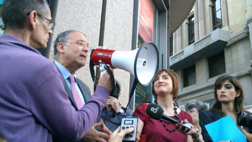 Josep María Bosch, en la concentración contra el ataque ultra a la sede de la Generalitat en Madrid // Fotografía: Juan Luis Fernández