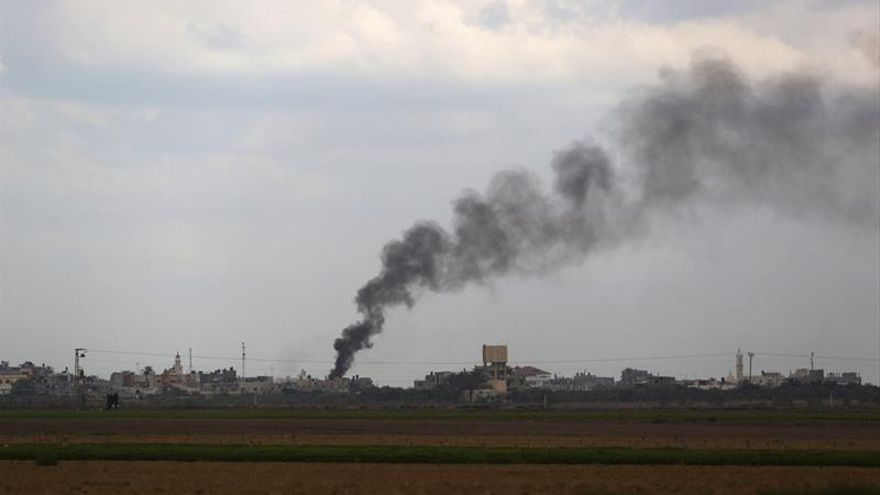Israel bombardea Gaza en respuesta al lanzamiento de un cohete