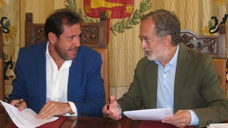 Oscar Puente y el concejal de VTLP Manuel Saravia en una imagen de archivo