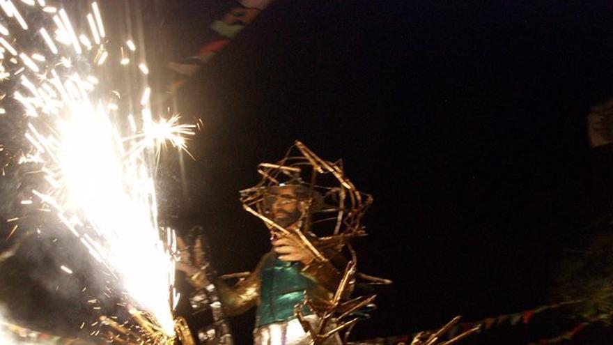 En la imagen, el espectáculo del Borrachito Fogatero de Mazo. Foto: MARÍA VICTORIA HERNÁNDEZ.