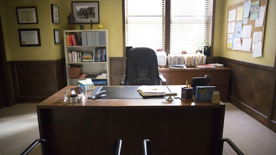 Despacho de un profesor en el set de rodaje de la serie de televisión sobre acoso escolar '13 reasons why'