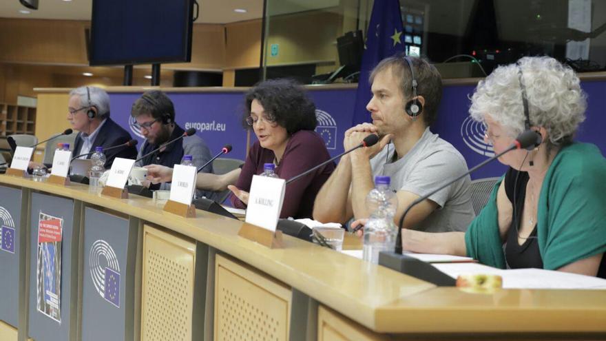 Activistas y organizaciones de la sociedad civil denuncian en Bruselas la prograsiva militarización de la política de la UE.