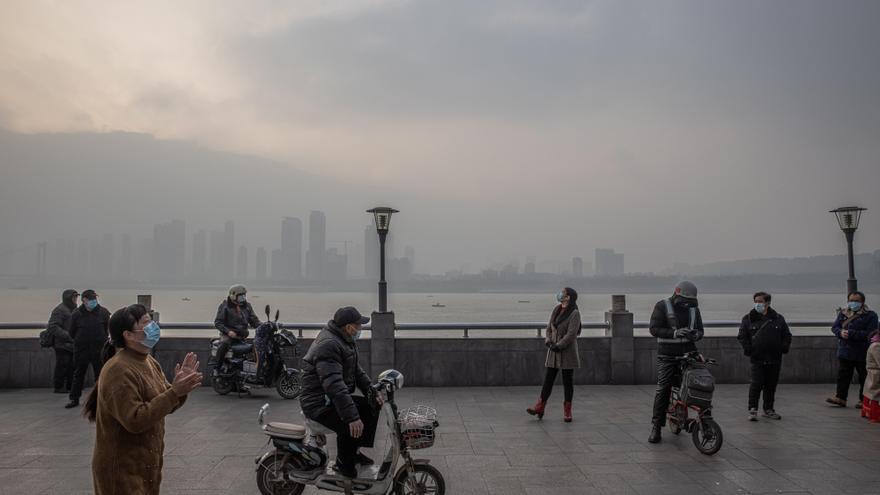 China detecta 117 contagios locales entre sus 124 nuevos casos de la covid