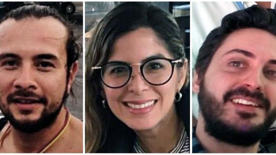 Fotografía de archivo de los tres periodistas de la Agencia EFE, los colombianos Mauren Barriga (c); el fotógrafo Leonardo Muñoz (izda), y el español Gonzalo Domínguez, que fueron detenidos por las autoridades de Venezuela en Caracas, a donde viajaron desde Bogotá la semana pasada para cubrir la crisis de ese país