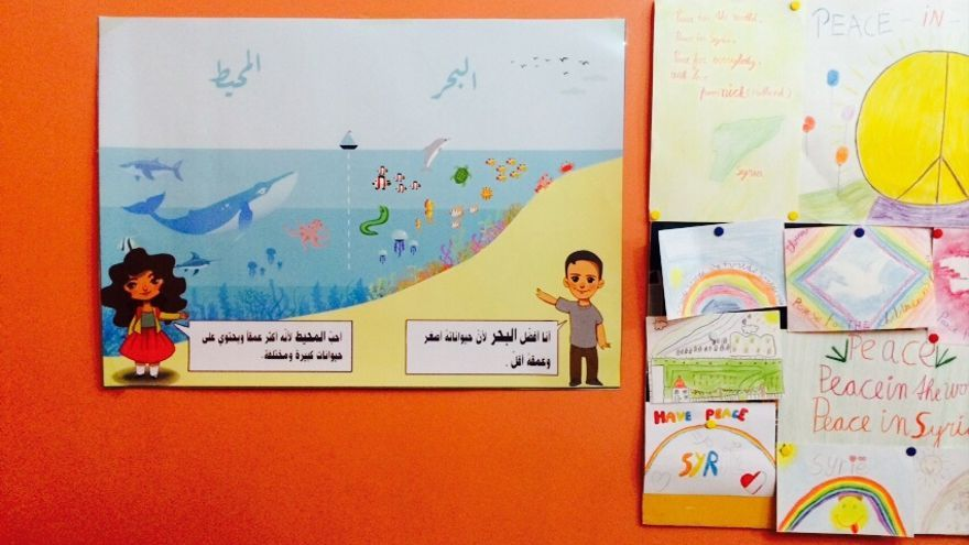 Dibujos y murales de los niños adornan las clases del colectivo Kesh Malek. | Kesh Malek.