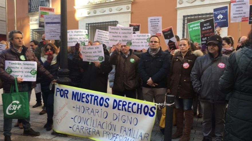 Los trabajadores de la biblioteca de Albacete desmienten cualquier diálogo con la Junta