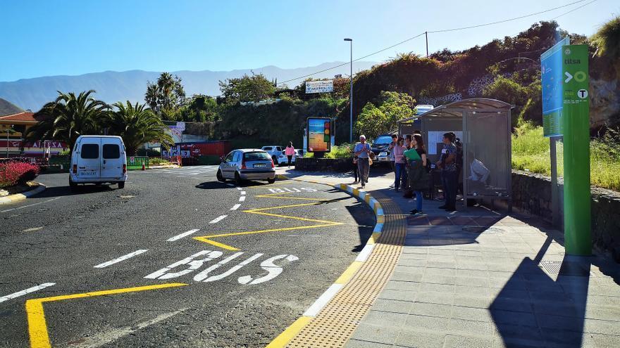 La parada de guaguas en la rotonda del Castillo, en Los Realejos, uno de los puntos de enlace para llegar a Icod