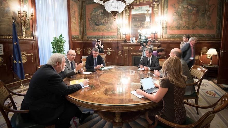 El presidente de Canarias, Fernando Clavijo, se reunirá con el ministrod e Hacienda, Cristóbal Montoro el 7 de diciembre