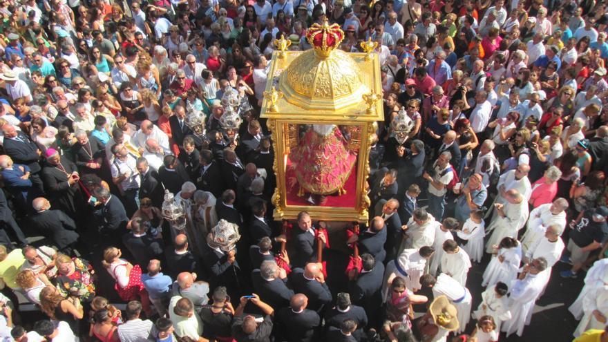 La Virgen de la Nieves fue recibida por miles de fieles a su entrada en la ciudad. Foto: LUZ RODRÍGUEZ
