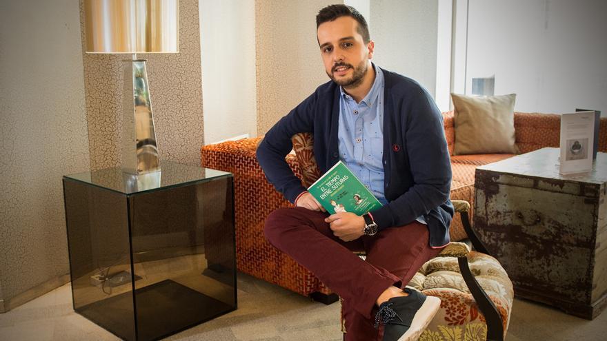 Hector Castiñeira autor del Tiempo entre suturas