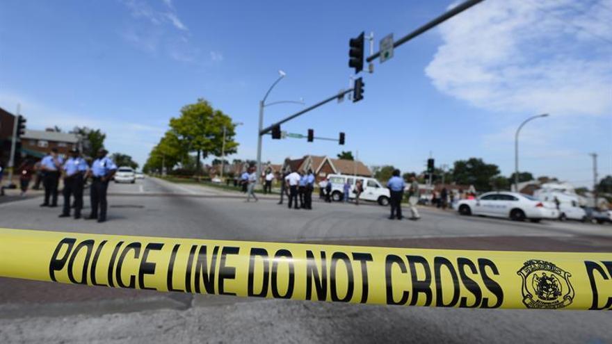 Un hombre armado se atrinchera en un Burger King con varios rehenes en Baltimore