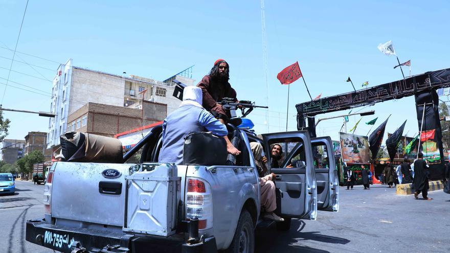Los talibanes pasan de atacar, a proteger a los chiíes durante su festividad