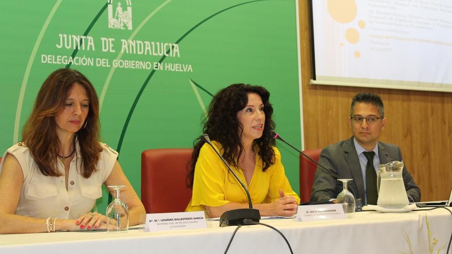 """La consejera de Igualdad apoya la labor del IAM y dice que Vox """"no marca"""" la política de la Junta en violencia de género"""
