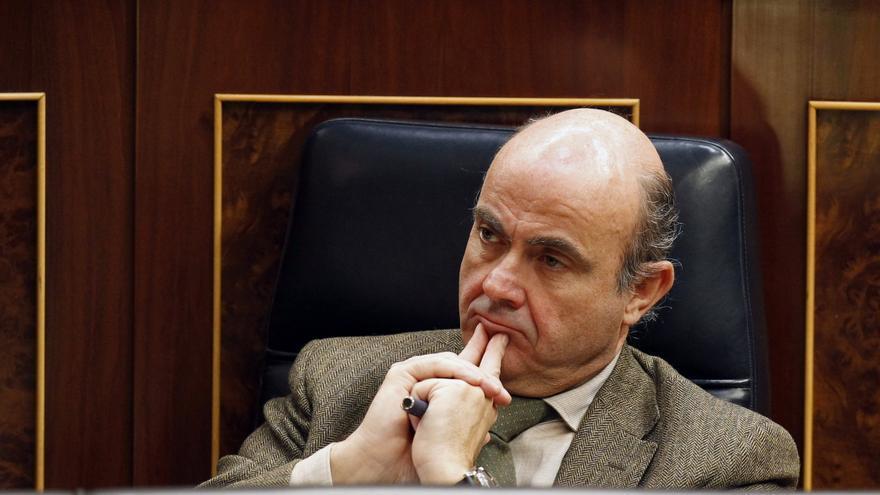 De Guindos afirma que en los próximos días se materializarán las ayudas a los bancos. EFE
