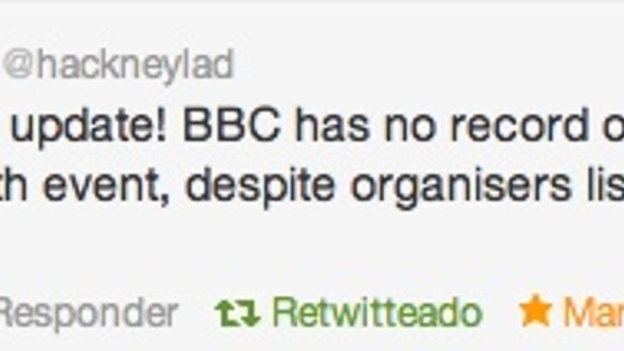El periodista Jack Shenker, denunciando el uso de la imagen de la BBC por parte de Veritas Egypt