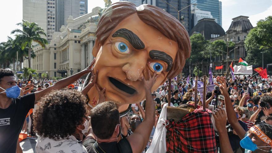 Brasil se levanta contra Bolsonaro con marchas en todo el país pese a la covid