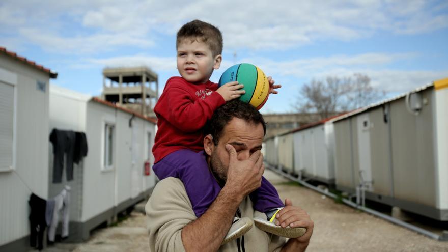 Eleonas está al borde de su capacidad porque miles de migrantes no pueden ir al norte de Europa, como era su intención.
