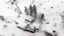 Localizan a seis supervivientes en el hotel italiano sepultado por un alud