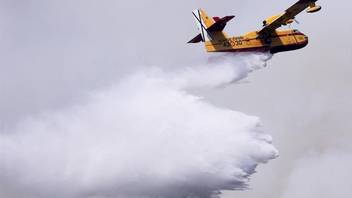 Un avión de lucha contra el fuego