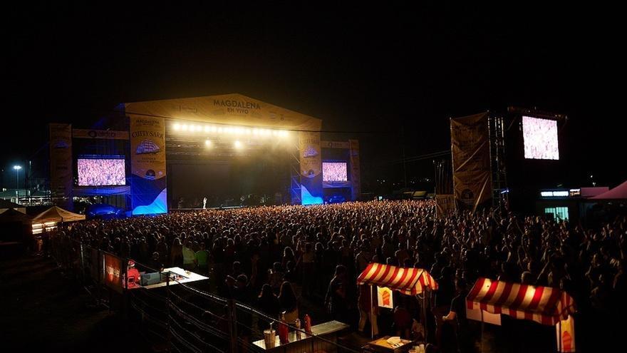Cerca de 6.000 personas corearon los grandes éxitos de Texas en el concierto solidario de Santander