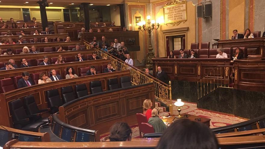 Bancada del PP y del Gobierno en el pleno sobre la gestión de Luis de Guindos en torno al puesto de José Manuel Soria en el Banco Mundial, el 27 de septiembre de 2016.