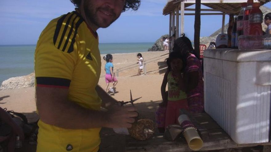 La novia del joven alavés desaparecido en Colombia visita Cabo de la Vela