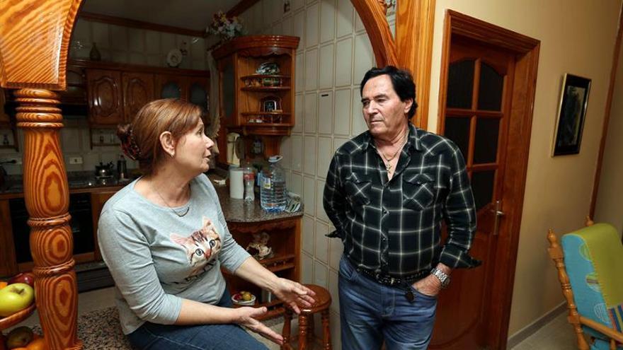 El el abuelo de Yéremi Vargas, el niño que desapareció hace nueves años en Las Palmas de Gran Canaria, José Suárez Castellano, en su casa de Vecindario (Gran Canaria) conversa con una familiar