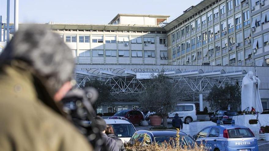 Gentiloni sale del hospital tras angioplastia y presidirá el Consejo de ministros