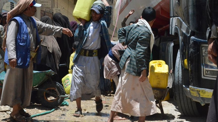 La escasez de combustible hace muy difícil abastecer a la ciudad de agua (Yemen)./ Foto: Malak Shaher (MSF)