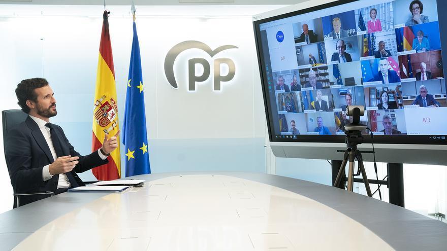 Casado, el miércoles, durante la reunión telemática que mantuvo con sus colegas del PP europeo.