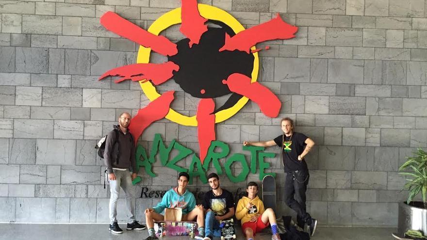 En la imagen, los cinco jóvenes skaters de La Palma que, el pasado fin de semana, participaron en la tercera prueba del Circuito Canario de Skate celebrada en Lanzarote.