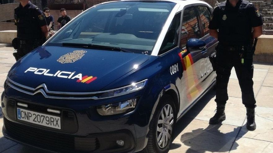 Detienen a un hombre por atracar con un cuchillo a un taxista en Fuengirola
