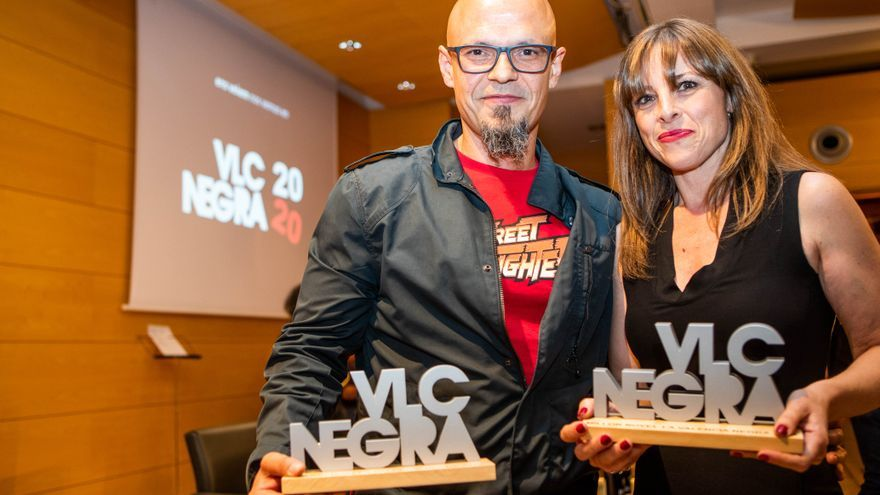 César Pérez Gellida y Raquel Gámez, ganadores de los premios de novela Valencia Negra.