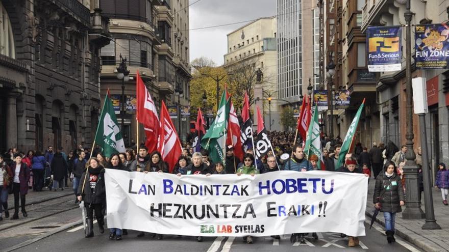Una de las manifestaciones de los docentes en el día de huelga. Foto: ELA