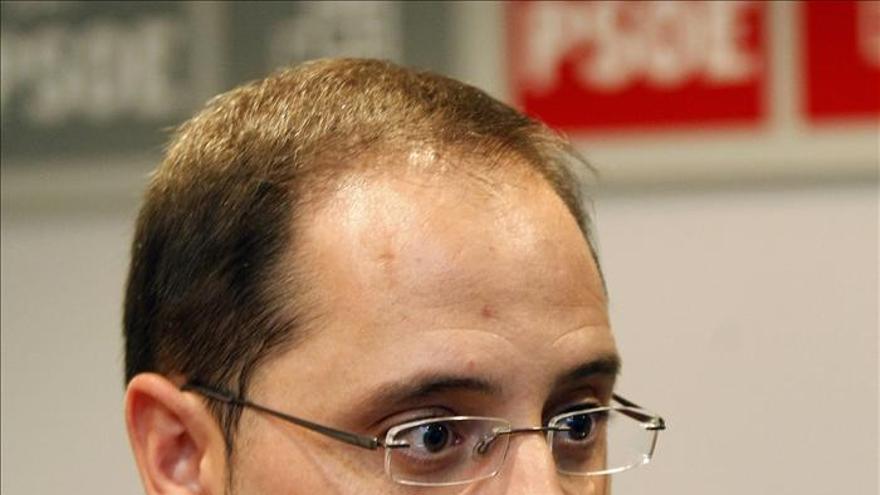Luena dice que en Cataluña han fracasado dos políticos: Mas y Rajoy