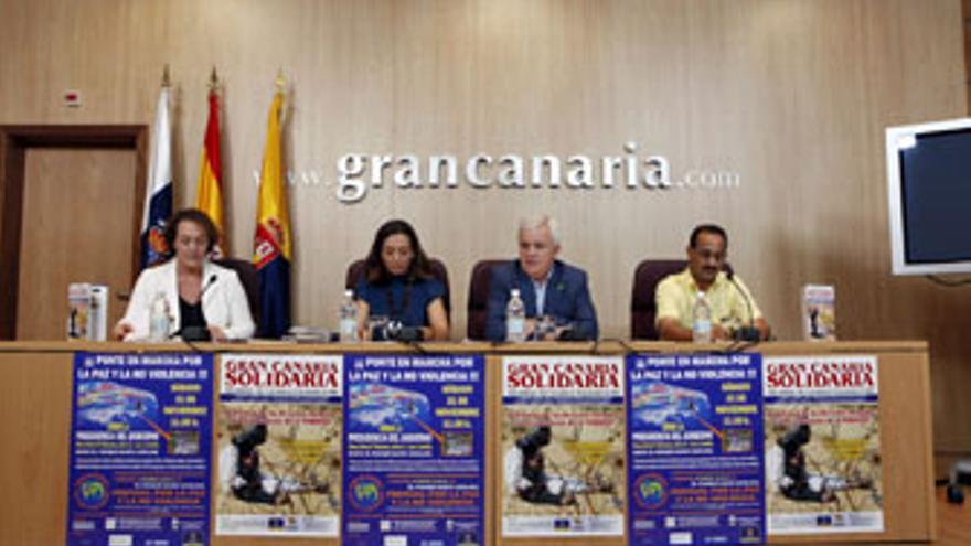 El consejero de Cooperación Institucional y Solidaridad Internacional del Cabildo de Gran Canaria, Carmelo Ramírez, presenta La Marcha Mundial por la Paz y la No Violencia. (ACFI PRESS)