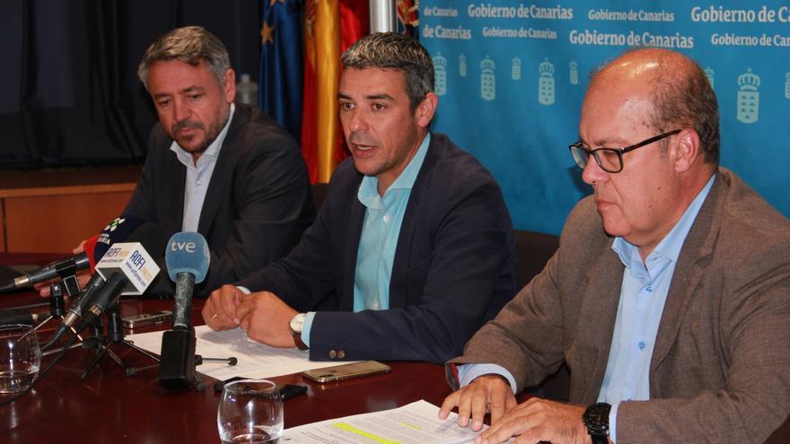 José Manuel Rodríguez, de Atos, junto a Narvay Quintero, consejero en funciones de Agricultura, este viernes