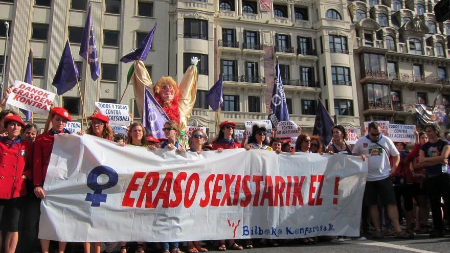 Cientos de personas se concentran en Bilbao para denunciar el intento de agresión sexual a una mujer
