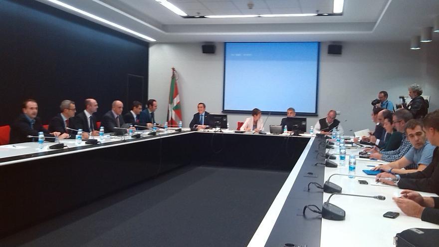 Instituciones, Mondragon y Fagor Electrodomésticos comienzan la reunión sobre la situación de la cooperativa