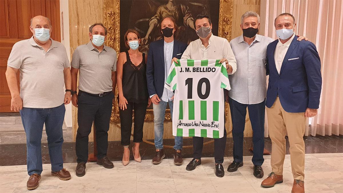 Reunión de los miembros del Atlético Cordobés con el alcalde.