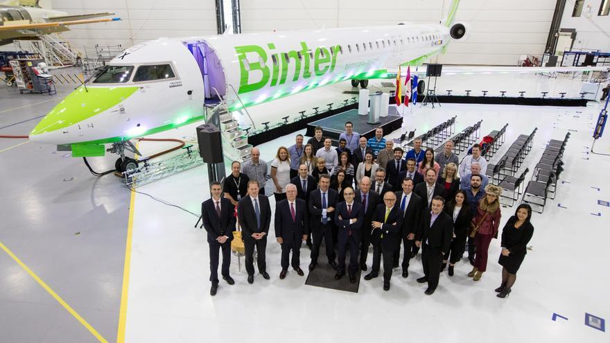 Ceremonia de entrega del primer reactor celebrada en la sede de Bombardier, en la ciudad canadiense de Mirabel.