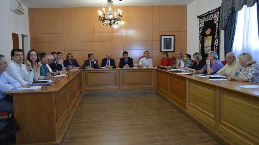 Reunión ayer de los vecinos con Ayuntamiento y Junta