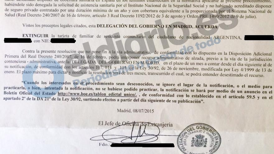 Fragmento de la resolución de la extinción de la tarjeta de residencia de Estela por la Delegación del Gobierno en Madrid / eldiario.es